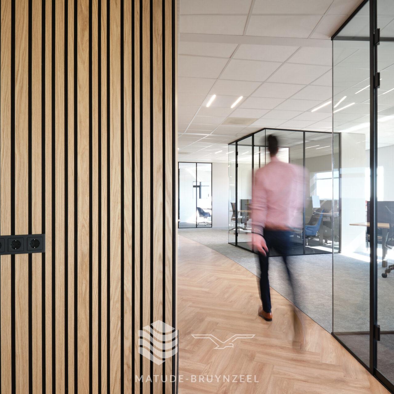 https://www.matude.nl/wp-content/uploads/2021/07/Matude_Bruynzeel_Woodline_Sofa_Company_05-1280x1280.jpg